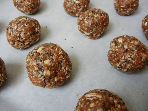 Energizing date and almond butter balls