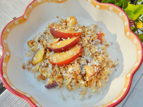 Vegan almond peach oatmeal that tastes like peaches and cream! #breakfast #healthy