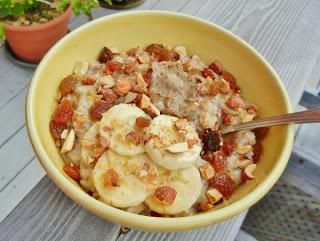 oatmeal with banana, chopped cinnamon almonds, raisins, maple flakes, and cinnamon sugar almond butter